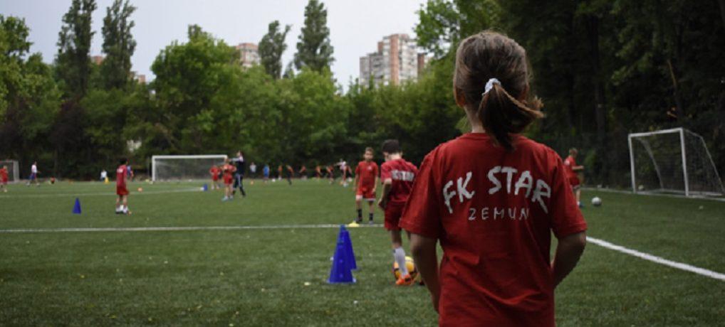 Upis DEVOJČICA od 6 do 12 godina | Voliš fudbal? PRIDRUŽI NAM SE!